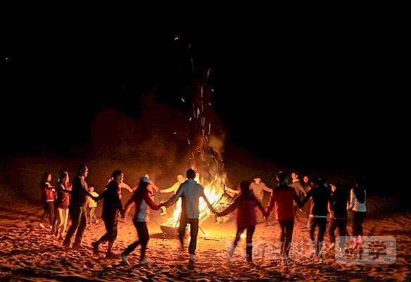 敦煌研学体验:大漠篝火晚会